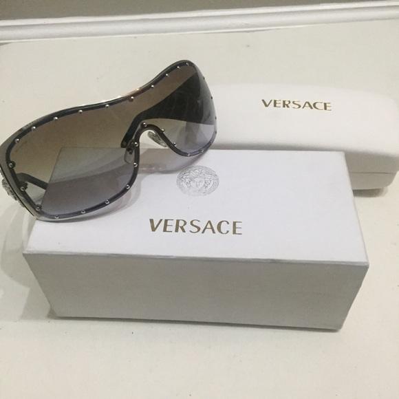 bbd26f4bcafb AUTHENTIC Versace Wraparound Sunglasses NWB. M 5a9625ac00450f93b53eff96